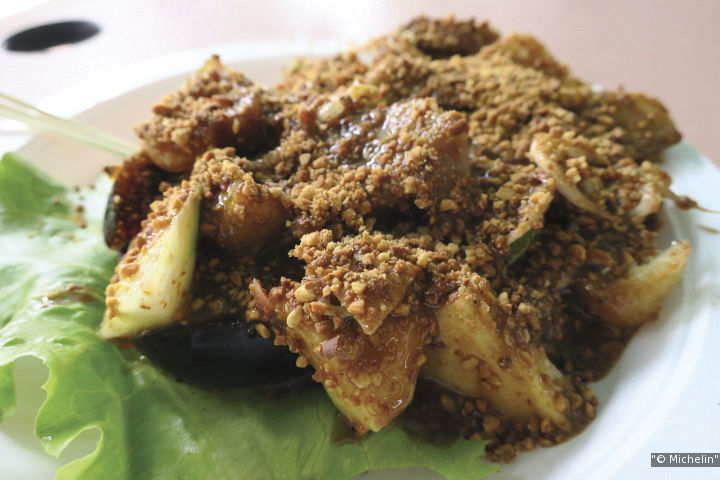 Balestier Road Hoover Rojak is famous for serving rojak with century egg, jellyfish and ginger flower.
