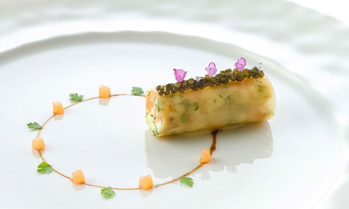 Crab with caviar and smoked salmon brunoise from Les Amis for web 720px.jpg