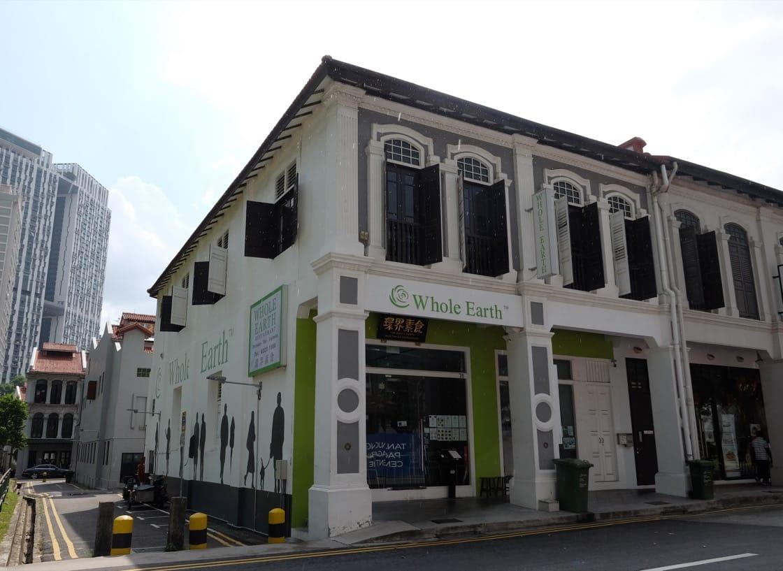 环界素食位于新加坡中央商业区内。