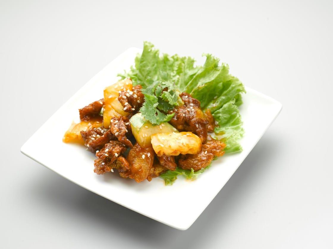 酸甜小食是以咕噜肉为蓝本而制成,是环界素食的招牌菜之一。