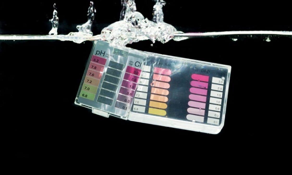 碱性水,或离子水,pH值大约8或以上,打着能中和酸性体质,招揽了无数信徒。