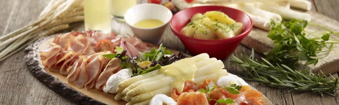 Recipe: German White Asparagus With Hollandaise And Parsley Potatoes