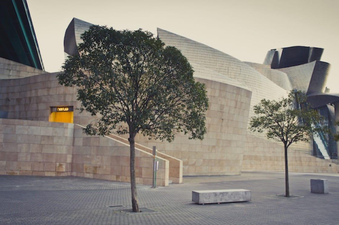 Nerua 坐落於指標性的現代建築古根漢美術館(Museo Guggenheim)裡。圖:Nerua