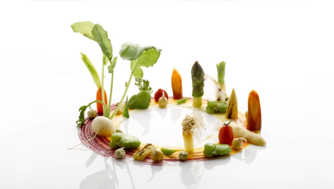 Saint-Pierre_Season_Seasonal-vegetables-of-heirloom-carrots,-baby-white-radish,-baby-corn,-snow-pea,-broad-bean,-sprouted-chickpea,-japanese-tomato,-white-and-green-asparagus.jpg