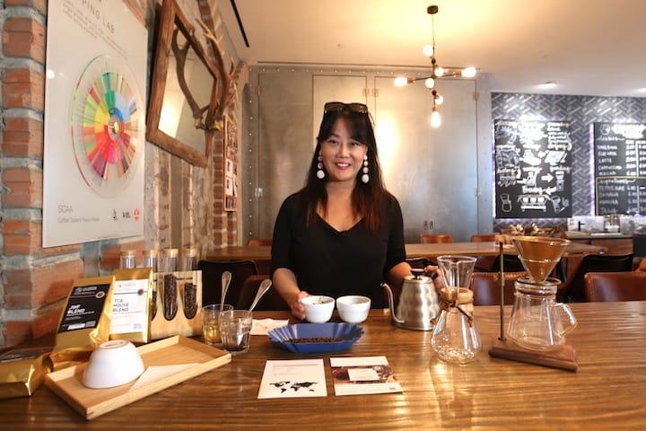 The Coffee Academics 創辦人廖偉芬與我們分享咖啡杯測的樂趣。