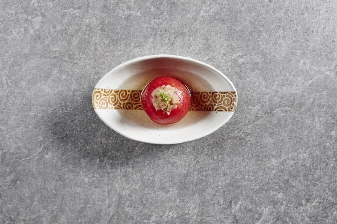關東煮裏的番茄。 攝影:Wong Weiliang