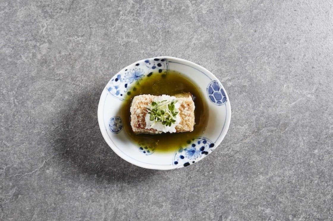 關東煮裏的蝦餅。 攝影:Wong Weiliang