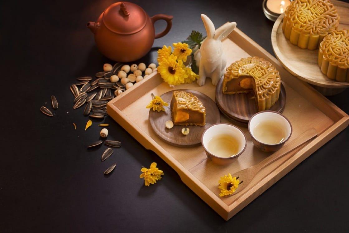 Traditional lotus-seed (蓮蓉, lían róng) paste  mooncake with a single salted egg yolk
