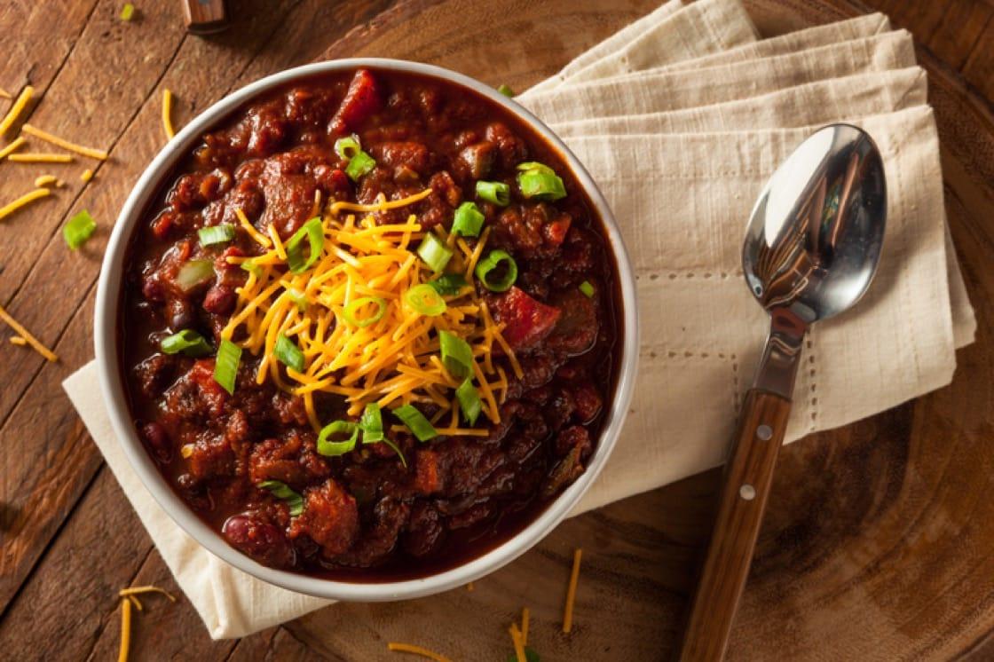 西班牙燉辣肉醬中的紅腰豆。