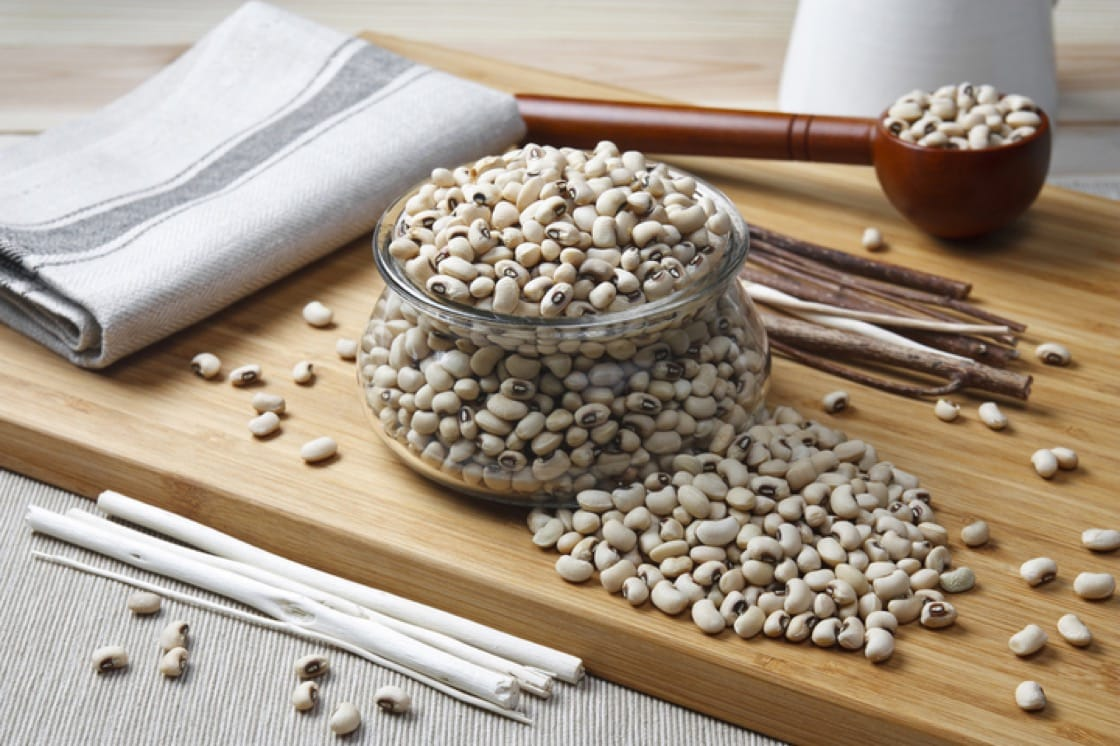 Raw navy beans: smaller than cannelini and rounder than the Great Northern.