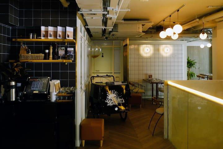 The Coffee Academïcs 位於太古城的分店