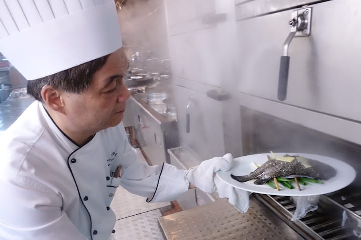 Chef Leung Fai Hung, executive Chinese chef of InterContinental Grand Stanford Hong Kong, has many tips for preparing steamed fish.