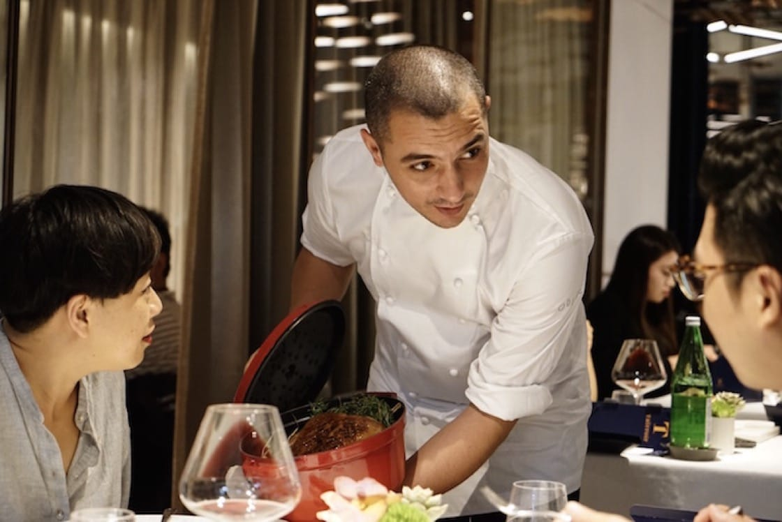 Royer introducing his dishes to the guests. (Photo by Liz Kao)