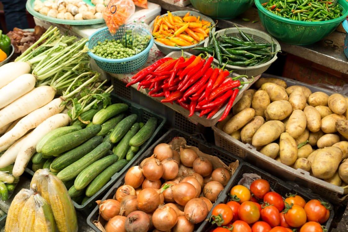 在農貿市場買較少包裝的散貨。