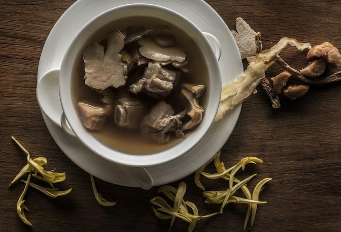 海螺玛卡炖排骨汤(图片来源:四季酒店)