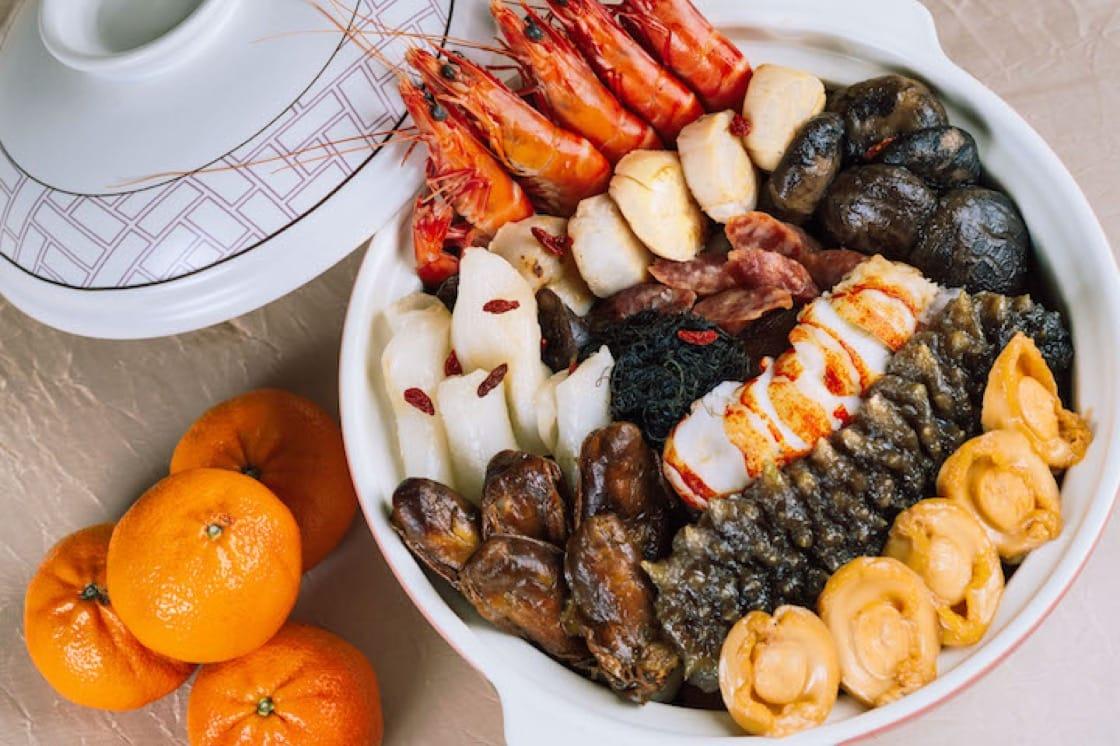 阖家欢畅满福苑盆菜(图片来源:新加坡洲际酒店)