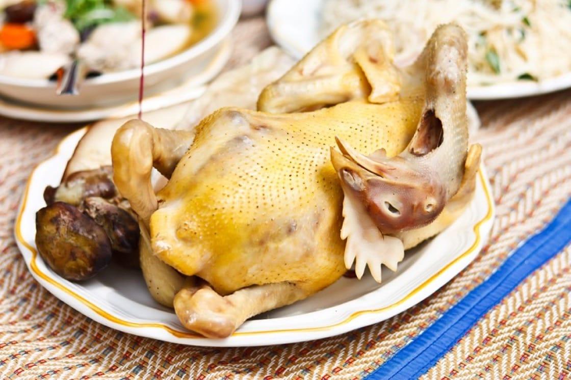 農曆新年的餐桌少不了一道雞。(資料圖片)