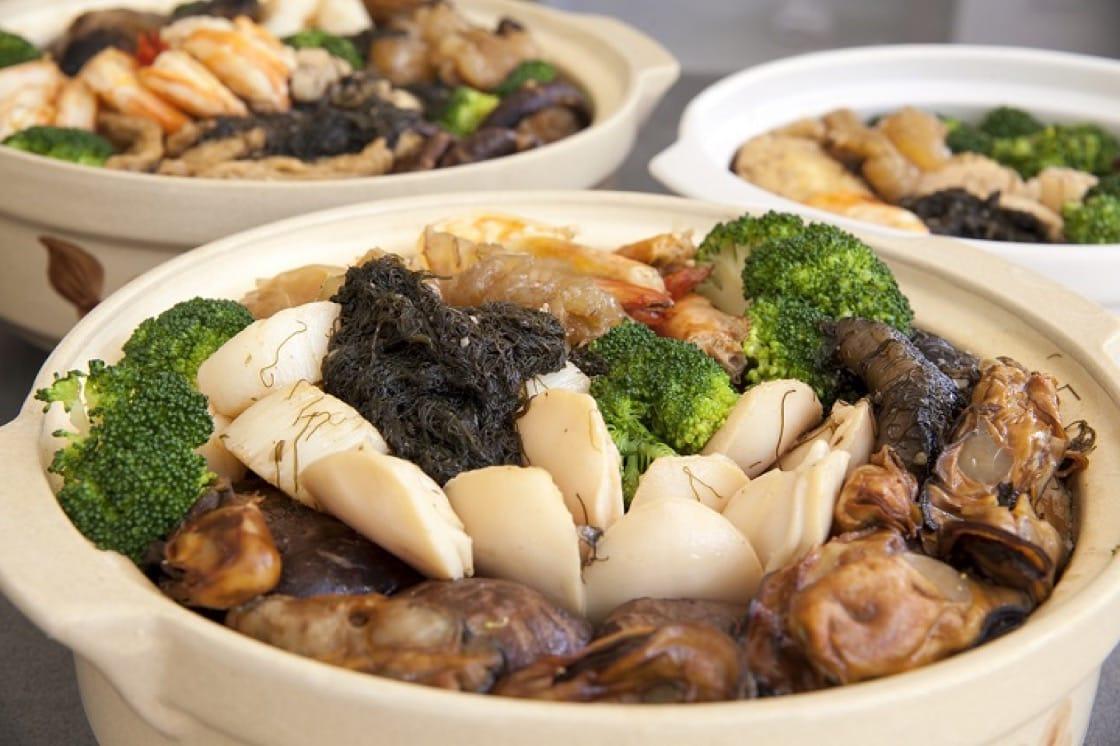 近年不少家庭都會在農曆新年外賣盤菜在家享用。(資料圖片)