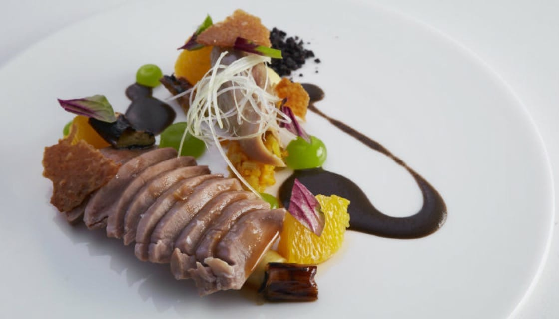 <b>    Love at First Sight: </b>     The <b><i> duck course is prepared with orange, leeks and black olives</b></i>, creating a blend of colors and ingredients that is irresistible.