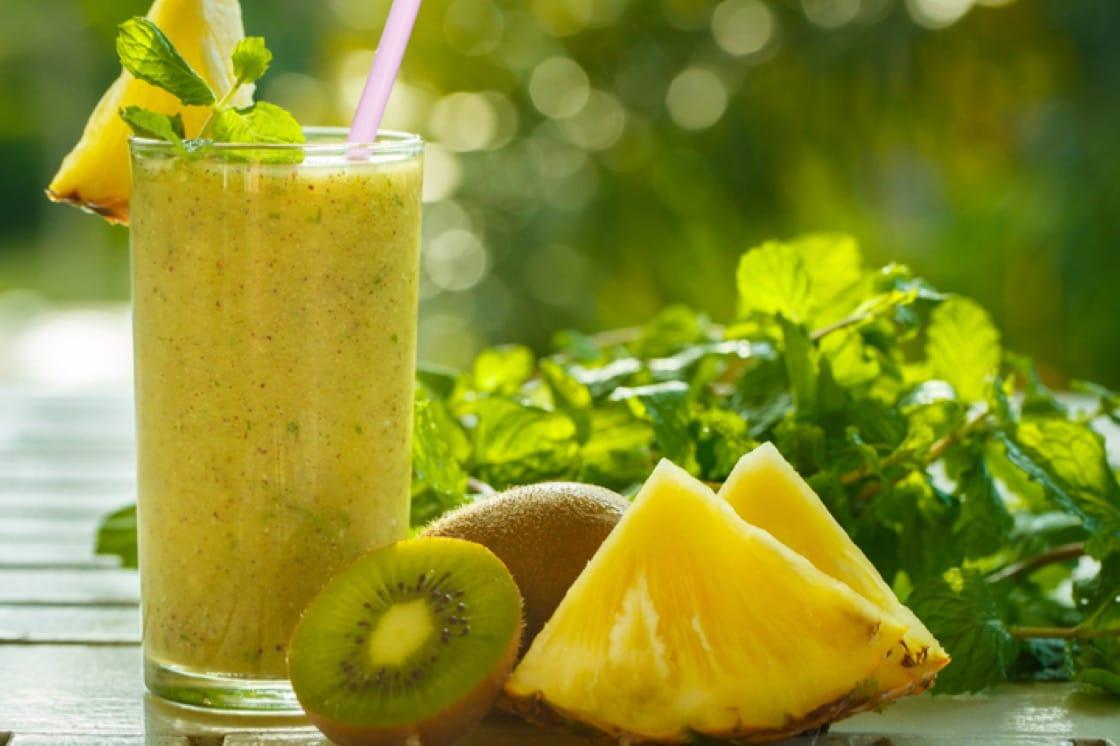 菠萝和奇异果含有帮助分解肉类蛋白质的酶。