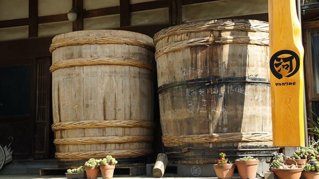 丸河味噌屋用來製作味噌的木桶(拍攝:符祝慧)