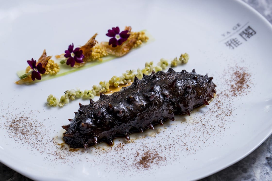 謝文的「蝦籽爆關東遼參」,加入了台灣原住民食材馬告花,每一口都展現台灣食材的美好。