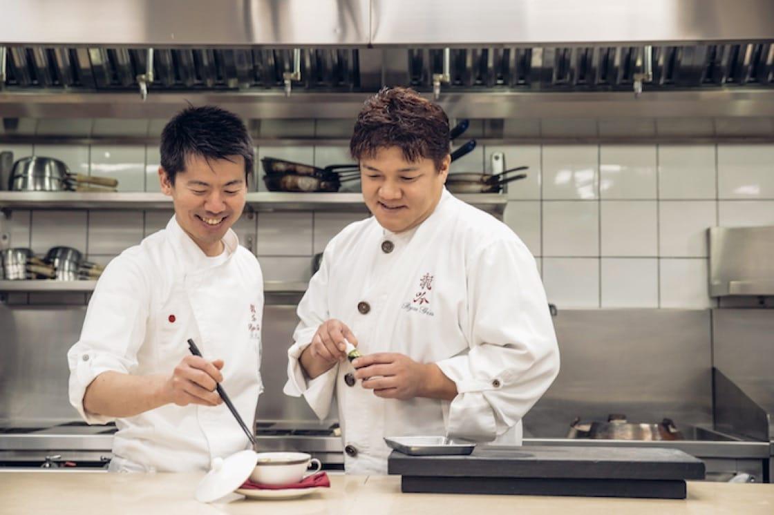 「龍吟」主廚山本征治及台北「祥雲龍吟」主廚稗田良平一起為晚宴創作椀物。