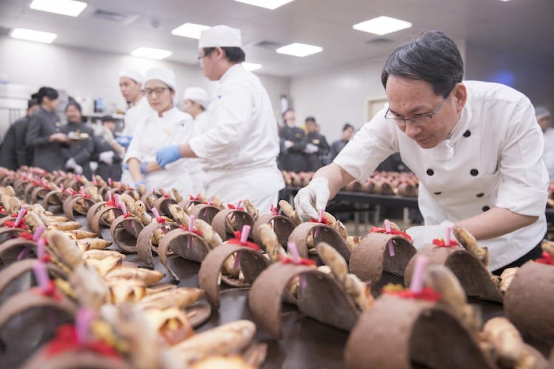 吳寶春為晚宴設計了「台灣小麥法國麵包」、「春旬百果麵包」及「台灣春鹽布里歐」。