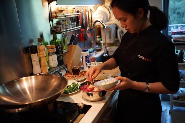 雪蓮在 MobiChef 擔任上門大廚。(攝影:陳志雄)