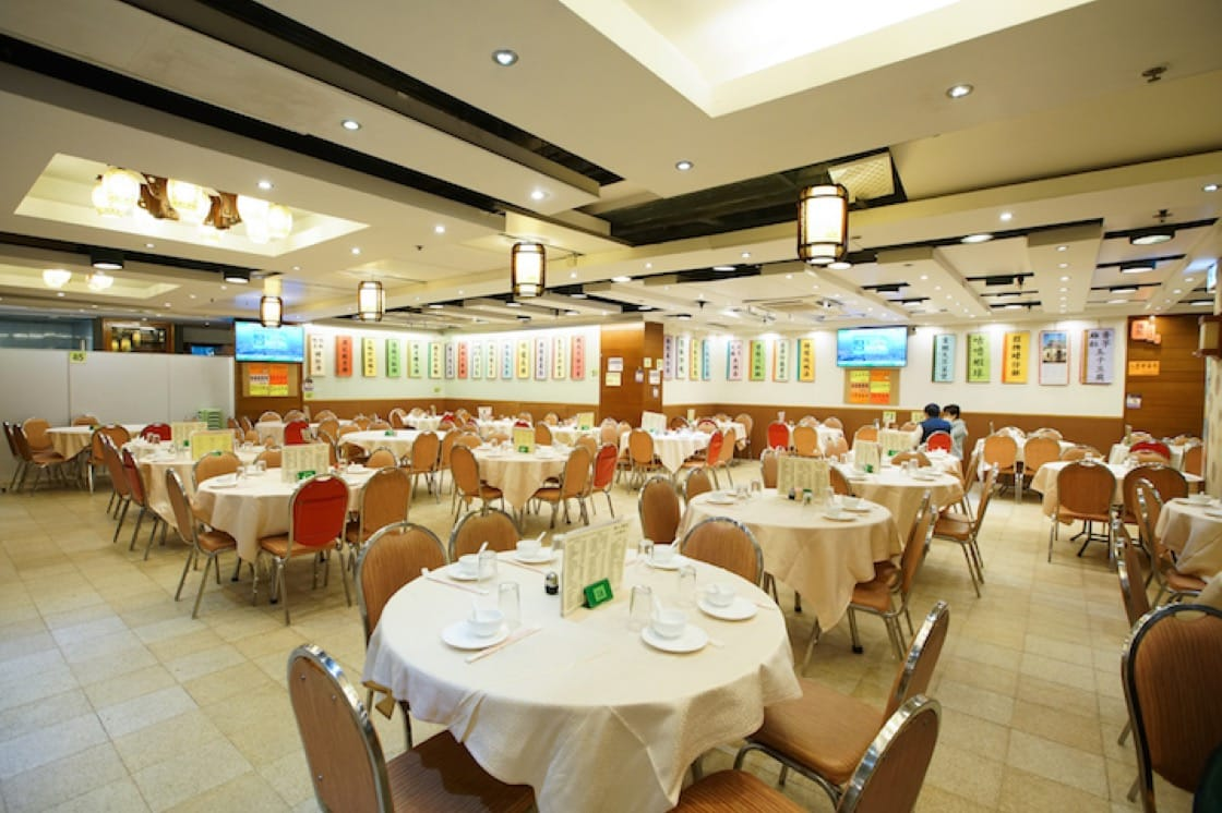 Tak Kee has around 200 seats. The dining area is bright and clean.