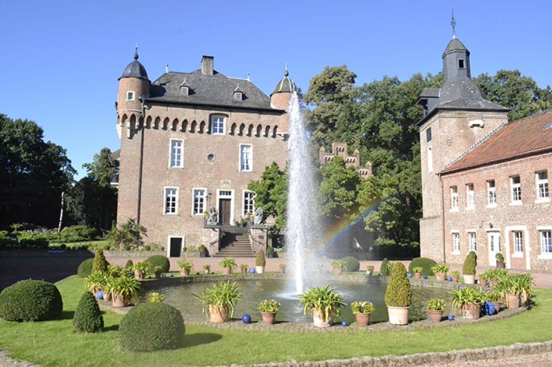The exterior of Schloss Loersfeld.