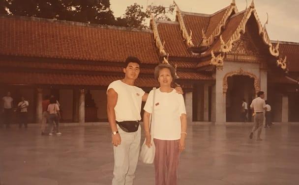 年輕時的莫燦霖,常和母親結伴同遊。(圖片:被訪者提供)