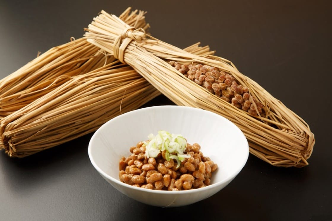 The most traditional recipe of making natto wraps steamed soybean in rice straw to ferment.