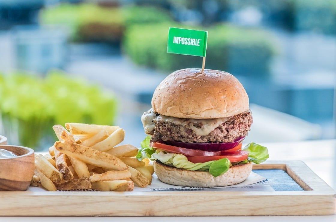 素漢堡用了 The Impossible 的素食材,幾可亂真。(圖片提供:GREEN)
