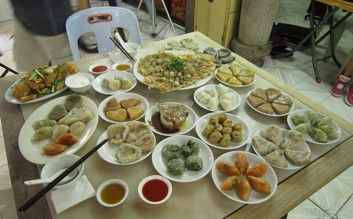 潮州粿種類繁多,鹹的甜的和不同形狀的都有。(圖片來源:許美德)