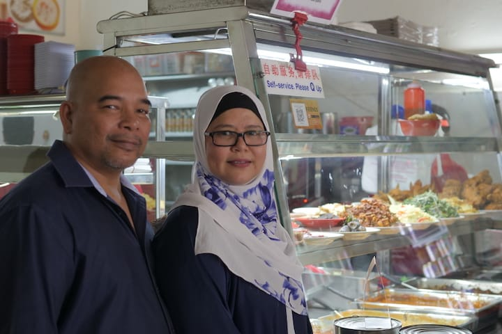 The founders of Muslim Delights, Hafidah Bte Daud and her husband, Zulkifli Bin Mohd.