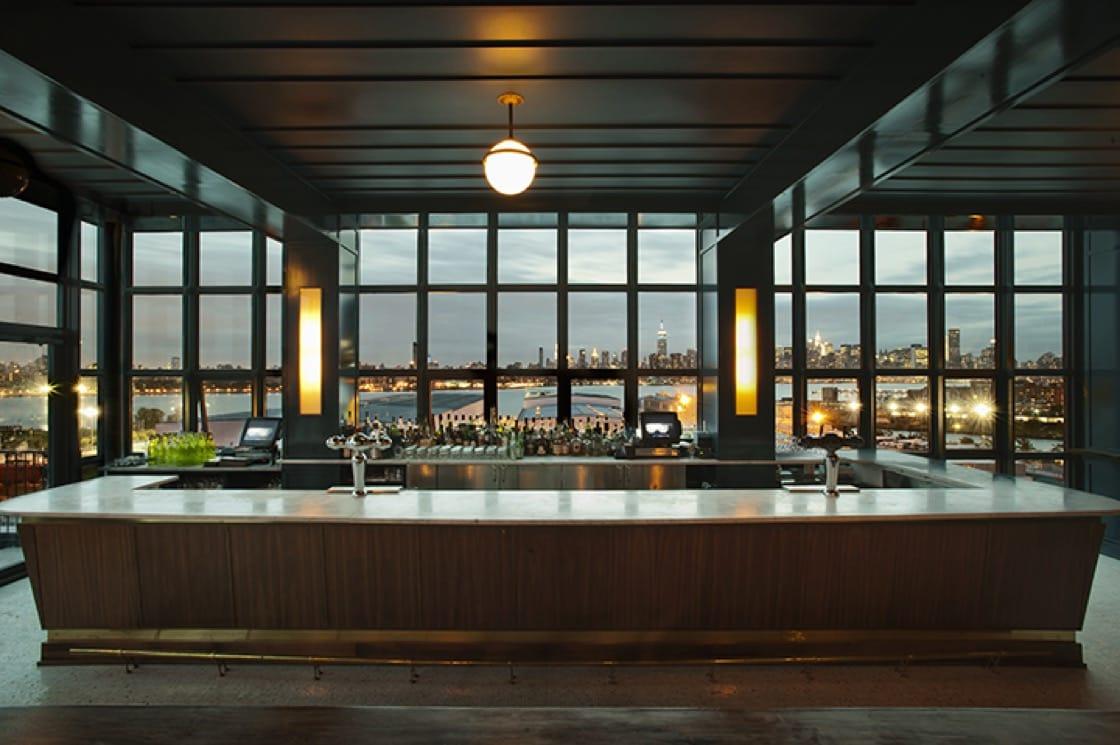 從威廉斯堡威斯酒店(Williamsburg's Wythe Hotel)的 The Ides 酒吧看出去的窗外風景。 (圖片來源:Matthew Williams)