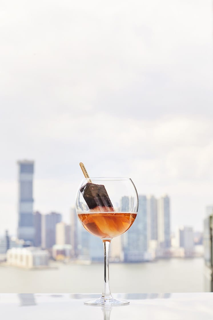 The wildly-popular Prosecco & Ice Pop is a signature cocktail at Loopy Doopy. (Photo: Conrad New York.)