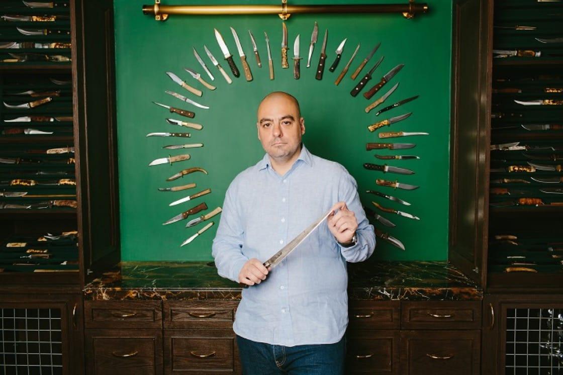 Buenos Aires Polo Club 內有一間 Knife Room,放滿了 Chris 讓客人使用的刀,不少熟客更獲邀在珍藏中揀一把刻名作專屬的刀,來鋸扒便可使用。(圖片提供:Buenos Aires Polo Club)