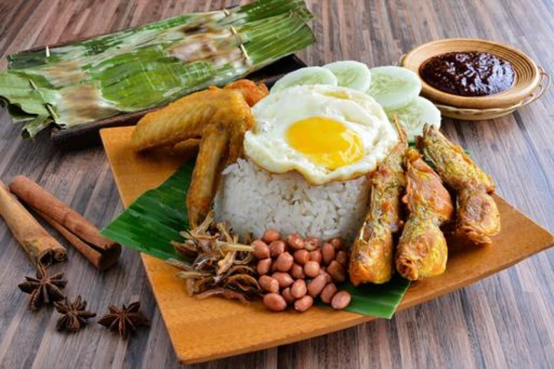 The nasi lemak from Boon Lay Power Nasi Lemak will give you the power to stay up all night. (Photo: BOON LAY POWER NASI LEMAK PTE LTD)