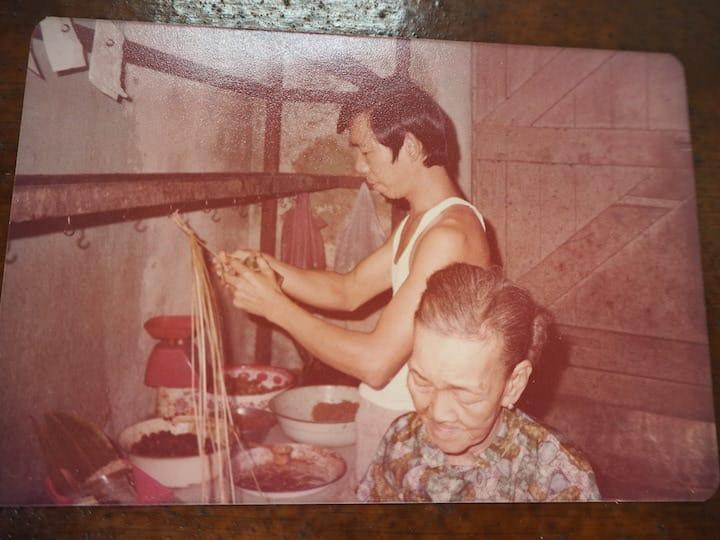 Hoo Kee Bak Chang started in 1948 as a roadside stall in Amoy Street.