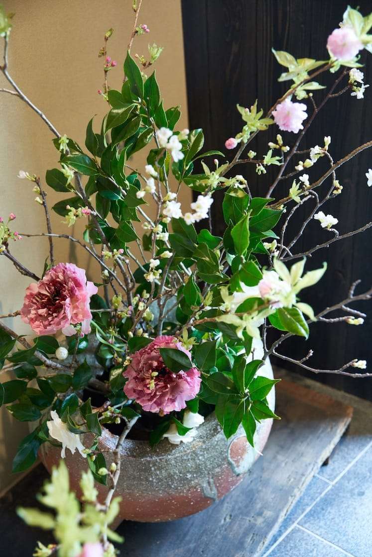 鮨齋藤香港店與東京店一樣,以辻村史朗的大花瓶迎接食客。