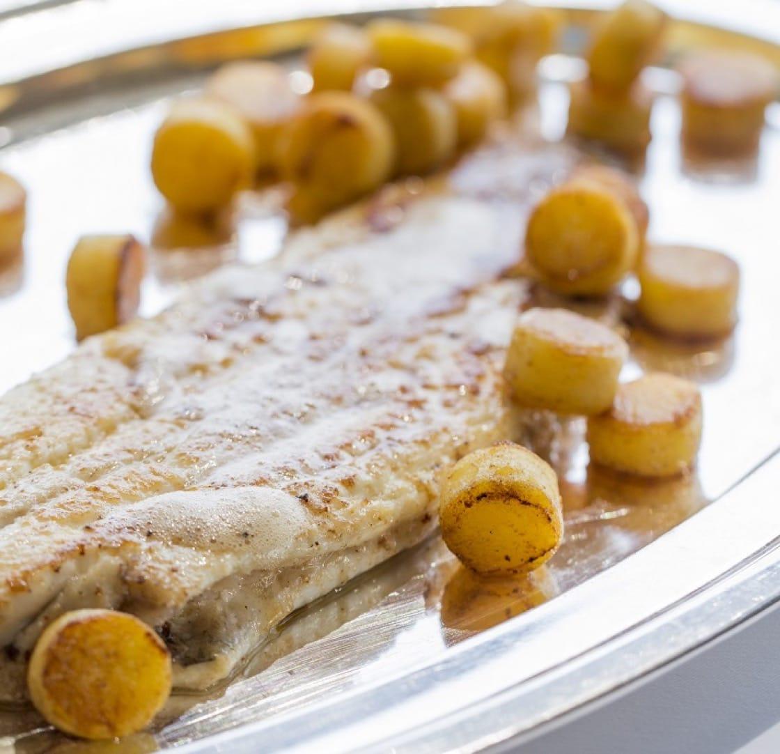 香脆鮮嫩的香煎牛油龍脷,是法國魚饌的經典。(圖片提供: Rech by Alain Ducasse)