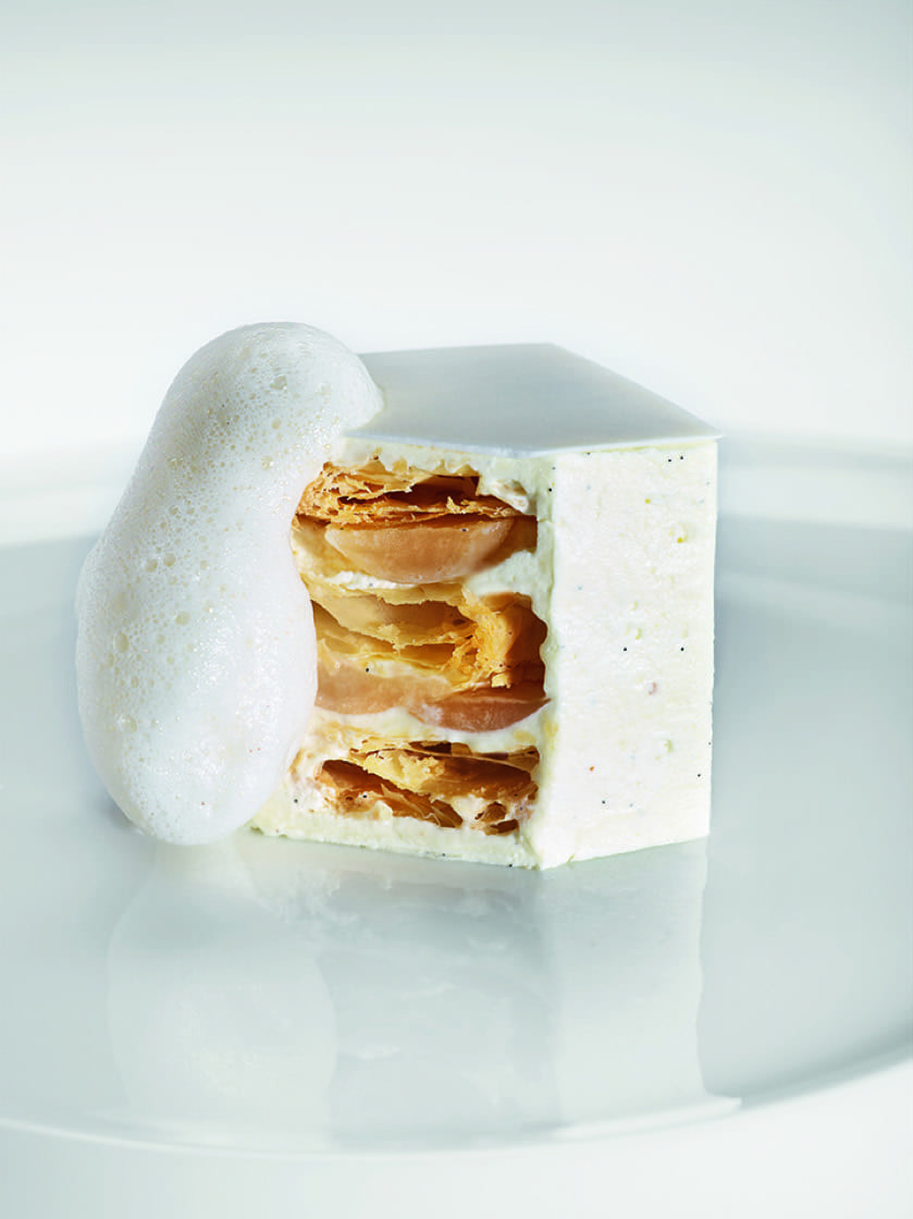 A mille-feuille of Tahitian vanilla and jasmin gélee. (Photo by Ginko.)
