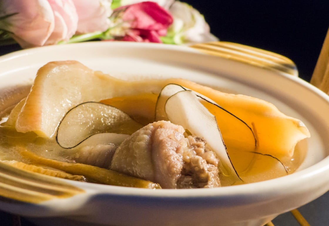 Peach gum soup has healing properties for our stomach and skin.