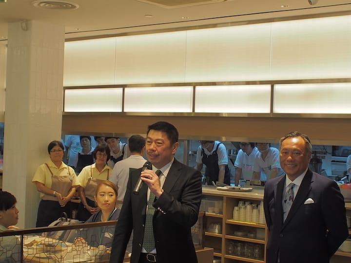 (from left) Mr Ang Kiam Meng, CEO of Jumbo Goup and Mr Peter Pang, CEO of Tusi Wah.