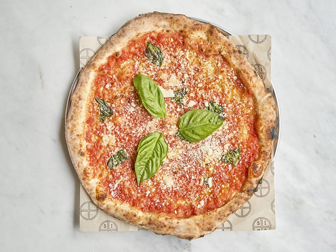 The cosacca pizza with San Marzano tomatoes, Pecorino, extra-virgin olive oil and fresh basil at SIMÒ Pizza. (Photo by Francesco Sapienza.)