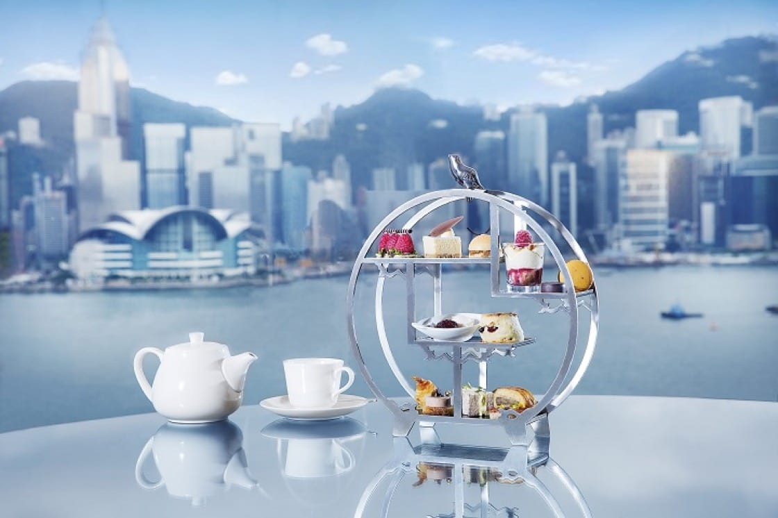 對着無敵維港景享受下午茶,是難忘的體驗。(圖片提供:香港喜來登酒店)