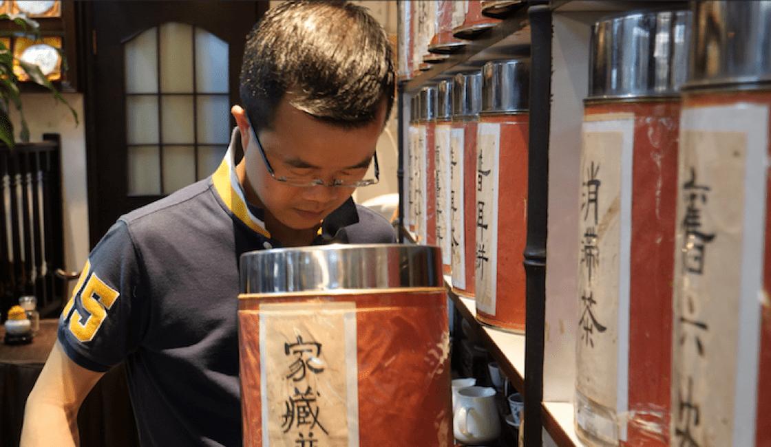 從小喝茶,讓他對茶便有了標準。