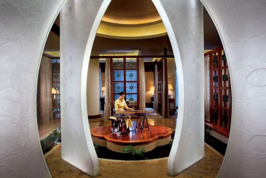 ร้าน Lai Heen ในโรงแรม The Ritz Carlton พร้อมสร้างความประทับใจด้วยเมนูอาหารกวางตุ้งรังสรรค์จากวัตถุดิบชั้นยอด